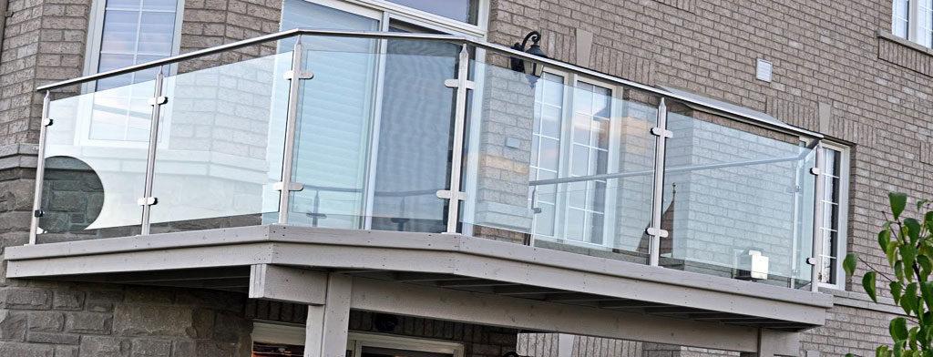staklena ograda-balkon-terasa-stepeniste-kaljeno i laminirano staklo-inoks nosači-sigurna i trajna