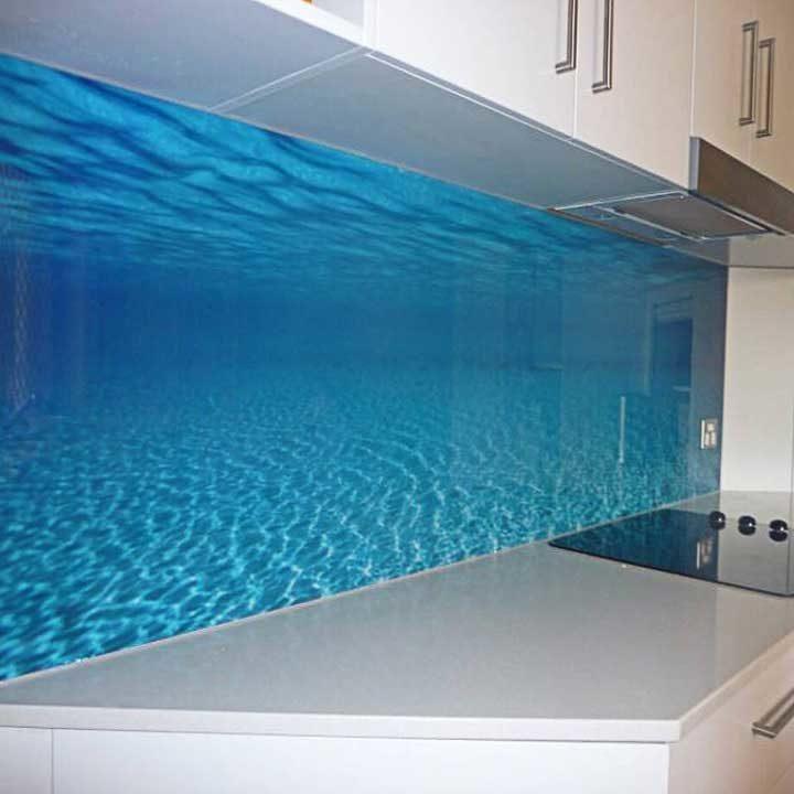 dekorativna obloga-kaljeno staklo-zid kuhinje-dezen voda