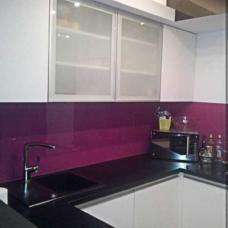 kaljeno staklo-kuhinja-zid-dekorativna obloga-u boji-po meri